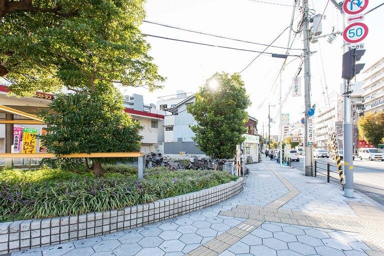 地下鉄今里駅2番出口を出て、交差点を左へ(鶴橋方面)ライフ、大今里ケアホームが見える方へ向かってください。